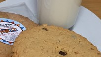 Giant Choc Chip & Oats Cookie 90g